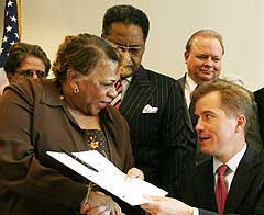 Gov. Matt Blunt shakes the hand of Mo. Rep. Ester Haywood
