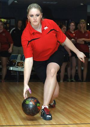 Jamie Mitchell of UCM bowling (courtesy Dave Kopp)