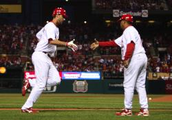 Wainwright congratulated by Oquendo, (Bill Greenblatt, UPI)