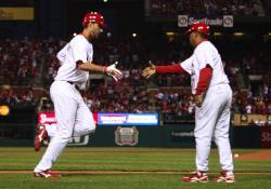 Wainwright congratulated by Oquendo, (Bill Greenblatt, UPI)