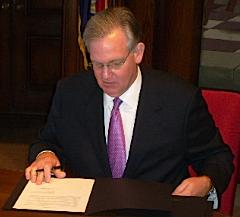 Governor Nixon signs executive orders