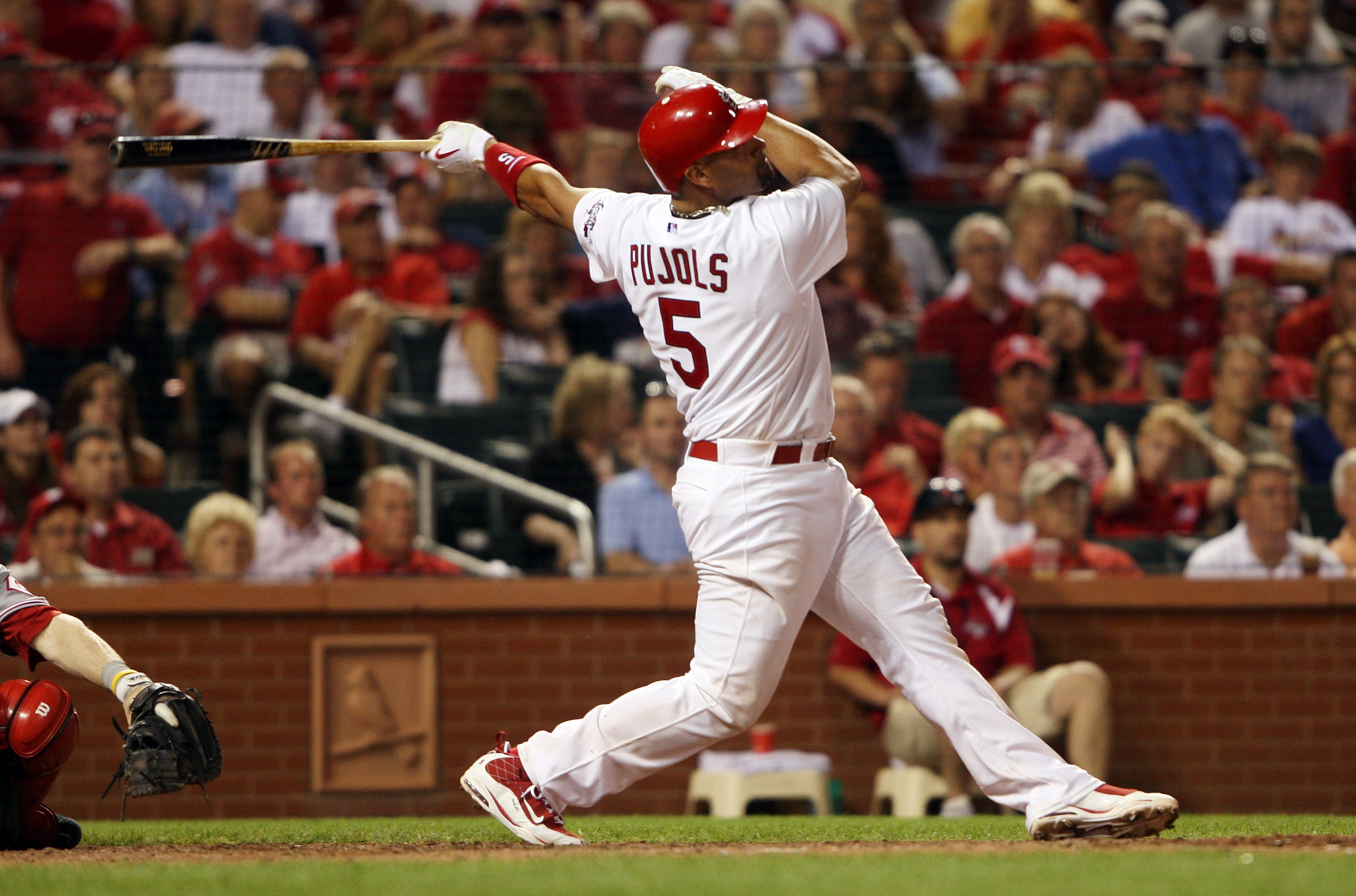 Pujols hits his 37th, Bill Greenblatt, UPI