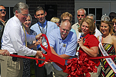 Governor Nixon cuts the ribbon at Missouri State Fair