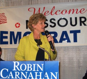 Robin Carnahan speaks to Democrats at Hannibal Days