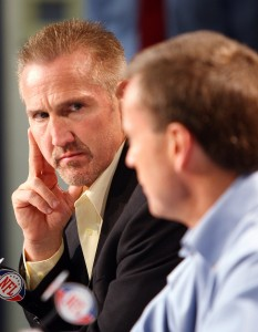 St. Louis Rams head football coach Steve Spagnuolo (L) looks on as General Manager Billy Devaney talks about the selection of Oklahoma's quarterback Sam Bradford as their No. 1 pick.  UPI/Bill Greenblatt