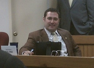 Representative Mike Colona inquires a witness about Rep. Guernsey's bill.
