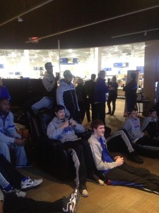 Members of the SLU basketball gather around a big screen at Best Buy to watch the Selection Show (photo,  Twitter.com/SaintLouisMBB