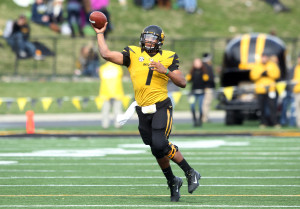 Missouri Tigers quarterback James Franklin passes the football in the fourth quarter against the Kentucky Wildcats at Faurot Field in Columbia, Missouri on October 27, 2012. Missouri won the game 33-10.   UPI/Bill Greenblatt