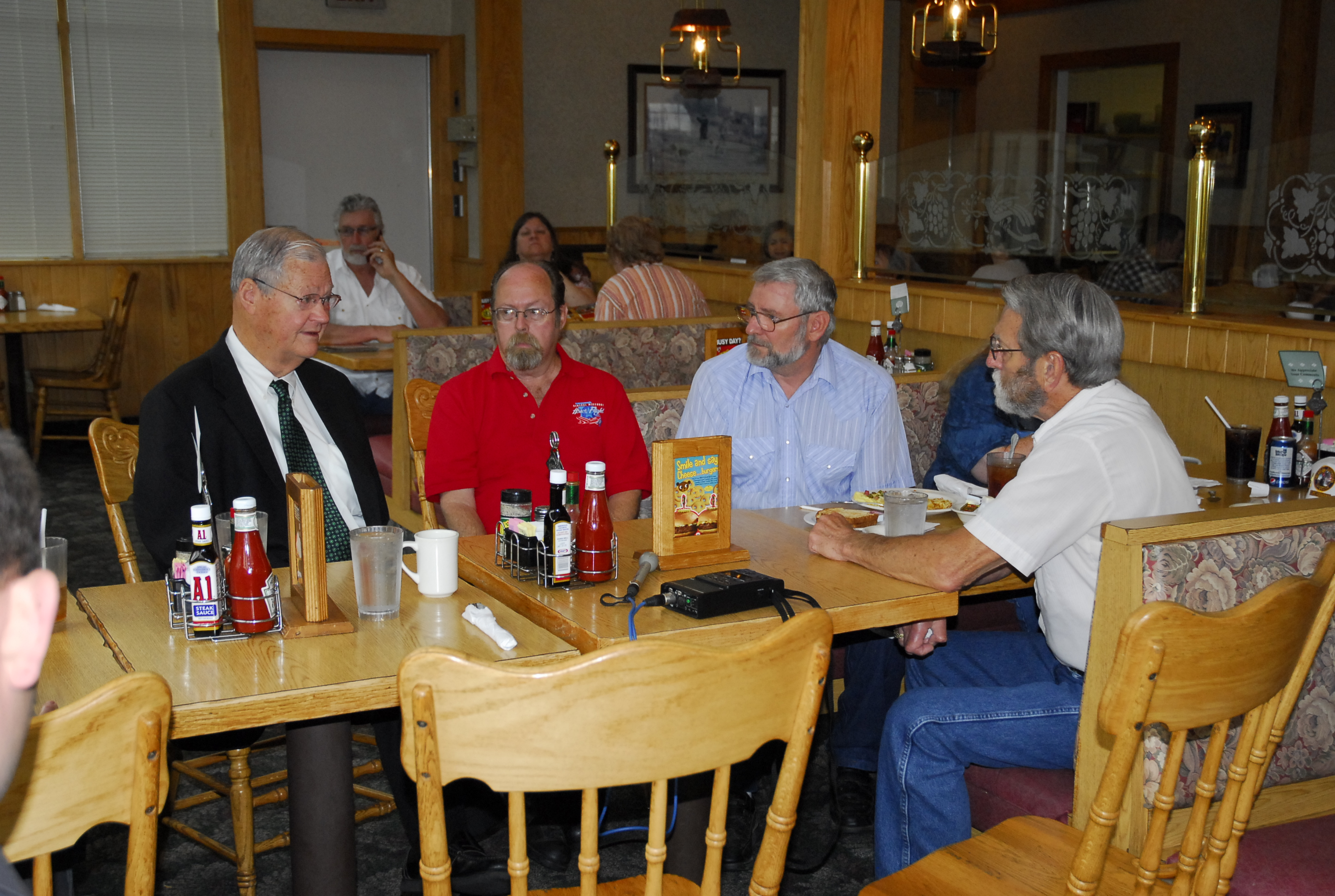 Skelton meets with veterans at Country Kitchen in Jefferson City to hear their concerns.