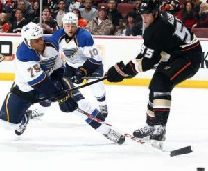 Ryan Reeves (75) of the Blues attempts a shot against the Ducks (photo courtesy/NHL.com)