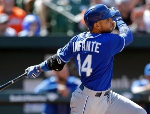 Omar Infante hits a two-run homer in the seventh (photo/MLB)