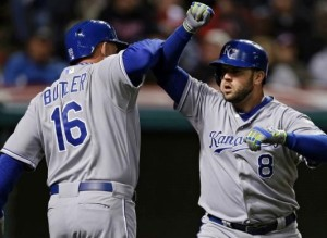 Billy Butler (L) gives a forearm bash to Mike Moustakas after his three-run homer in the fourth (photo/MLB)