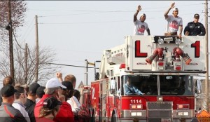 Fans line the streets of Warrensburg as members of the Central Missouri basketball team make their way through the parade route (photo/UCM athletics)