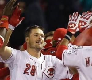 Chris Heisey high-fives teammates after Cincinnati beat the Cardinals (photo/MLB)