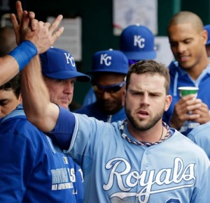 Mike Moustakas gets high fives after driving in all three of the Royals' runs. (photo/MLB)