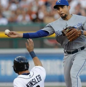 Omar Infante gets his replacement, Ian Kinsler, out at second base.  (photo/MLB)