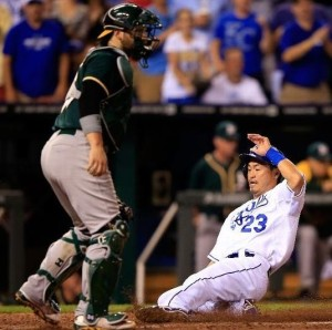 Nori Aoki slides across home plate with the go-ahead run in the seventh (photo/MLB)