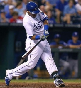 Salvador Perez swings to connect on a home run (photo/MLB)
