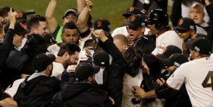The San Francisco Giants celebrate their walk-off win over the Cardinals. (photo/MLB)