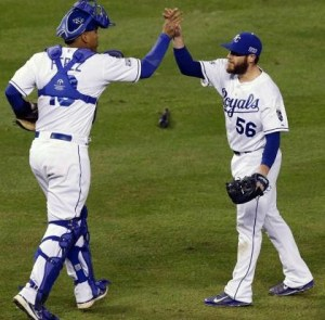 Salvador Perez and Greg Holland celebrate the Royals 2-1 win (photo/MLB)