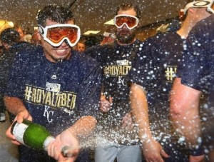The Royals celebrate their wild card win over Oakland (photo/MLB)