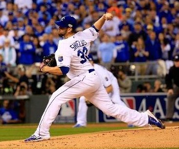 James Shields delivers a pitch to the Giants in Game One of the World Series. (photo/MLB)