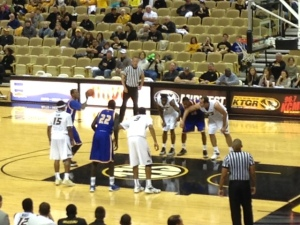 UMKC is 6 of 8 from the free throw line in the first half.
