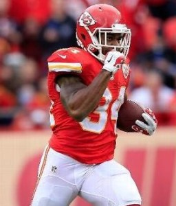 Knile Davis scored two touchdowns in the Chiefs win over the Raiders (photo/NFL)
