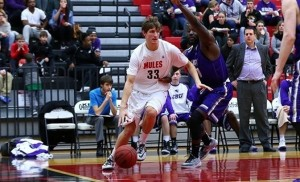 Central Missouri advances. (photo/TheMIAA.com)