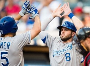 Eric Hosmer (left) is greeted at home plate in the first inning after his three-run homer (photo/MLB)