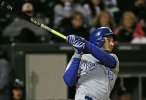 Eric Hosmer's late blast pushed the Royals past the White Sox (photo/MLB)