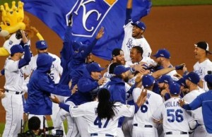 The Royals celebrate their series win over Houston (photo/MLB)