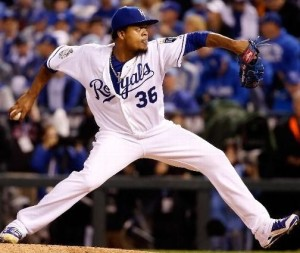 Edinson Volquez throws a pitcher during Game 1 of the World Series (photo/MLB)