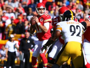 Alex Smith drops back to pass against the Steelers (photo/KCChiefs.com)