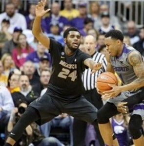 Kevin Puryear guards a K-State player Carlbe Ervin II (photo/Mizzou Athletics)