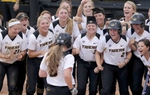 Mizzou's softball team is standing behind their coach Ehren Earleywine (photo/Mizzou Athletics)