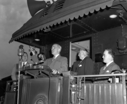 Truman on train 1948