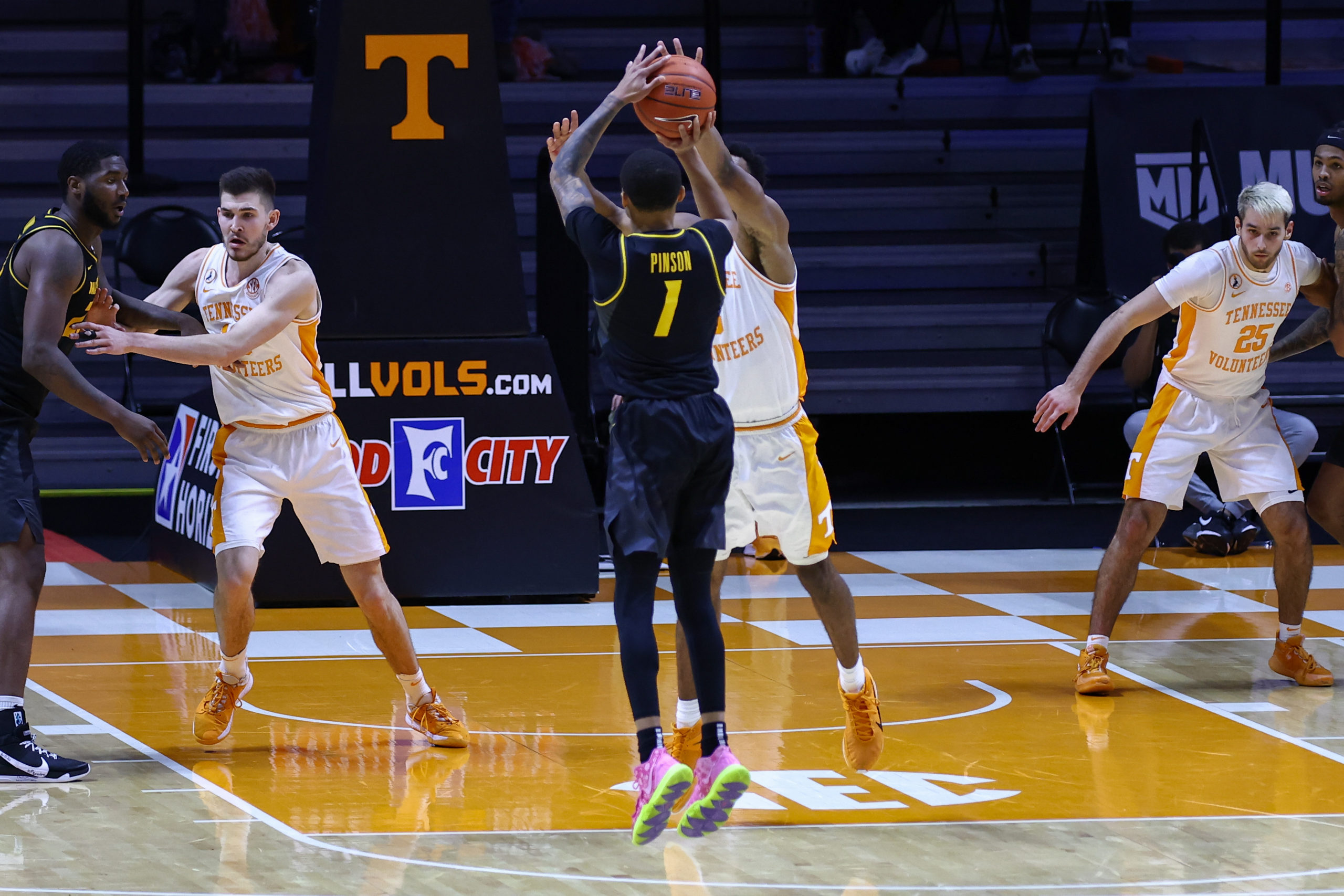Pinson helps deliver big win for Mizzou at Tennessee – Missourinet